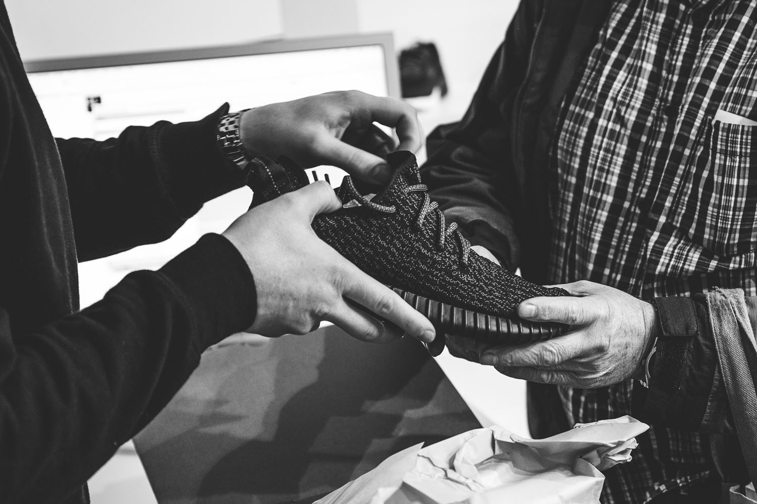 yeezy-boost-350-black-release-19.2.15-15