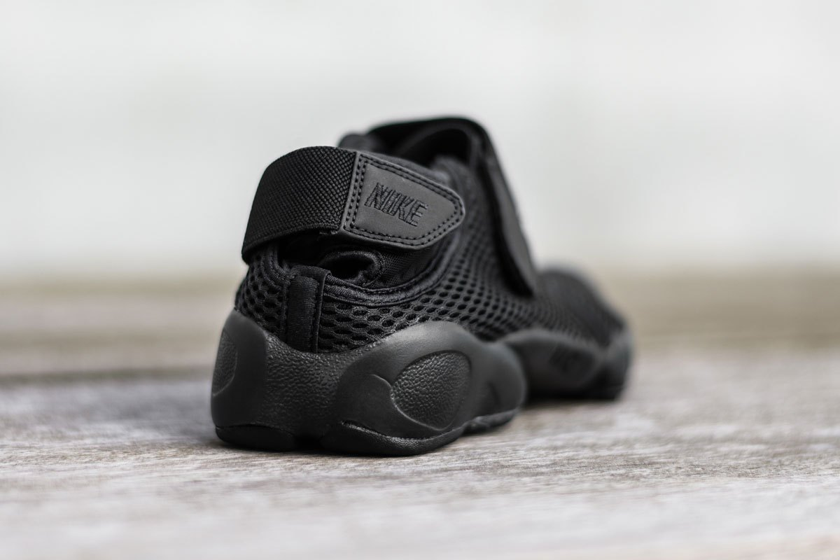 nike-air-rift-breathe-black-2