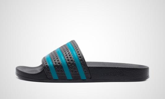 Adilette (schwarz / blau) Sneaker